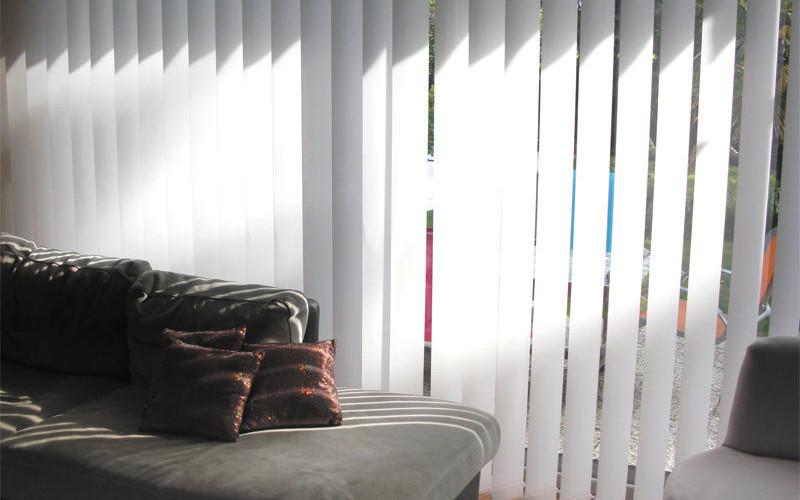 concept bois pvc stores int rieur. Black Bedroom Furniture Sets. Home Design Ideas