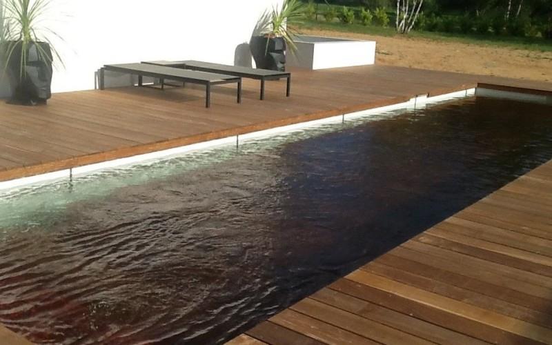 Concept bois pvc plage de piscine bois exotique for Bois exotique piscine